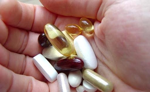 Quelle vitamine pour stopper la chute des cheveux ? - Quelle vitamine pour stopper la chute des cheveux ? - Phoenix Esthetic